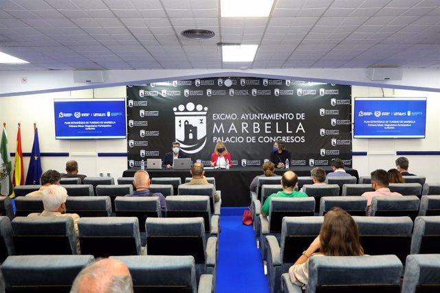La UMA destaca la fortaleza del turismo del lujo en Marbella y propone avanzar en congresos y naturaleza