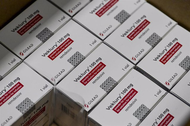 Archivo - 30 April 2021, Belgium, Aalst: Boxes of Remdesivir drug are prepared at Movianto Company before they leave on a flight tonight to India. Belgium will help India with 9000 doses of the antiviral drug Remdesivir. Photo: Dirk Waem/BELGA/dpa
