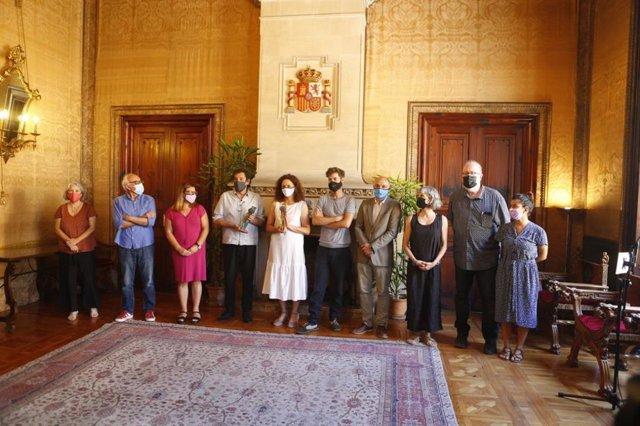 El Consell ofrece una recepción oficial al cineasta Agustí Villaronga y al equipo de 'El ventre del mar' tras su éxito en el Festival de Cine de Málaga.