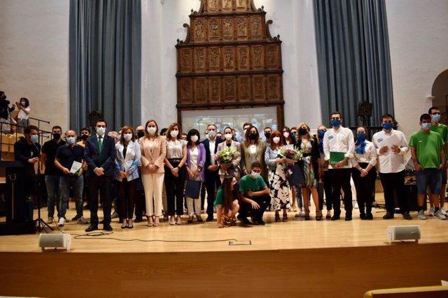 Participantes en el acto de reconocimiento a la comunidad educativa.