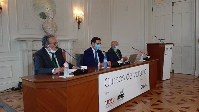El presidente de la CEOE, Antonio Garamendi, en el semanario 'La economía de la pandemia', organizado por BBVA y APIE