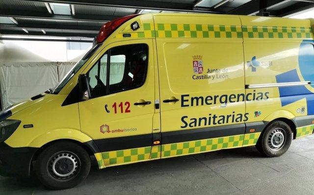 Archivo - Imagen de archivo de una ambulancia soporte vital básico.