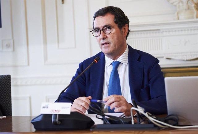 El presidente de la CEOE, Antonio Garamendi, participa en la inauguración de la UIMP el XXXVIII Seminario de la APIE 'La economía de la pandemia', en el Palacio de la Magdalena, a 21 de junio de 2021, en Santander, Cantabria