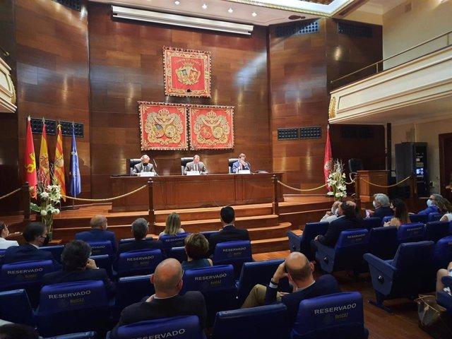 El Colegio de Abogados de Zaragoza ha acogido la presentación del nuevo máster de la USJ