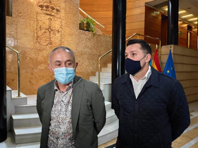 El secretario general de UGT, Pepe Álvarez, junto al secretario autonómico, Javier Fernández Lanero.
