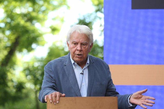 El expresidente del Gobierno, Felipe González, durante la entrega del I Premio Rojana 'Alfredo Pérez Rubalcaba', a 21 de junio de 2021, en la Fundación Felipe González, Madrid, (España)