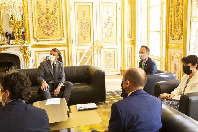 Macron rep a Espot i Suñé en el Palau de l'Eliseo.