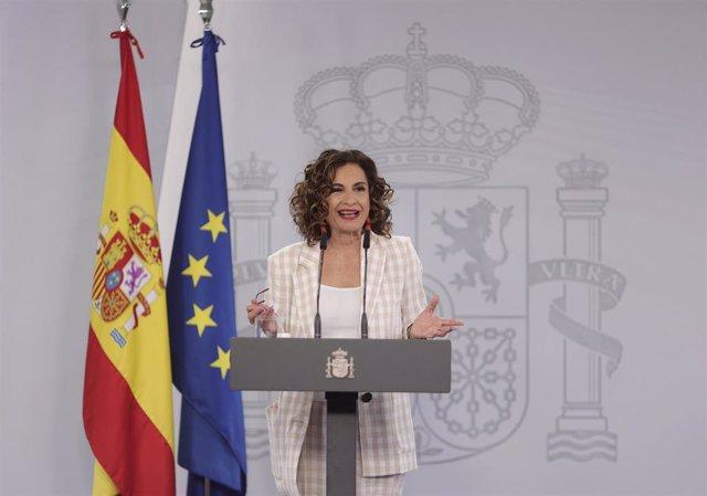 La ministra portavoz y de Hacienda, María Jesús Montero, ofrece una rueda de prensa en el Palacio de la Moncloa, a 17 de junio de 2021.