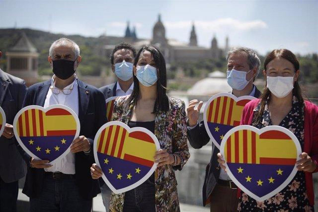 La presidenta de Ciudadanos, Inés Arrimadas, junto a otros dirigentes de Cs en Barcelona tras una reunión del Comité Ejecutivo del partido.