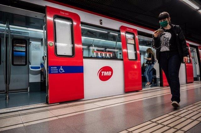 Archivo - Una estación del Metro de Barcelona - Archivo