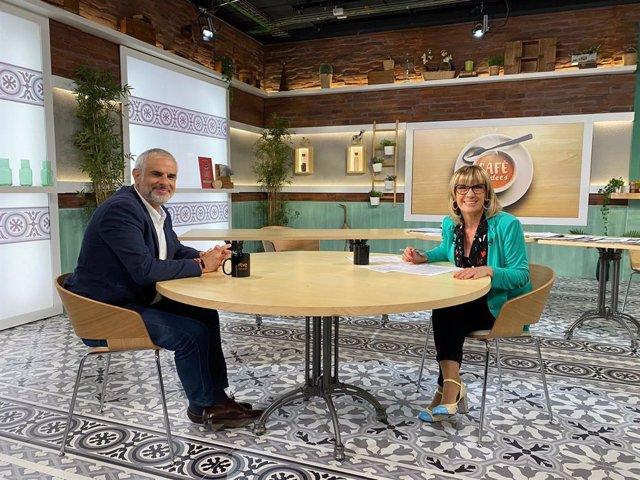 El líder de Cs al Parlament, Carlos Carrizosa, i la periodista Gemma Nierga