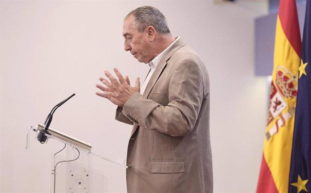 El diputado de Compromís, Joan Baldoví, interviene en una rueda de prensa anterior a una Junta de Portavoces.