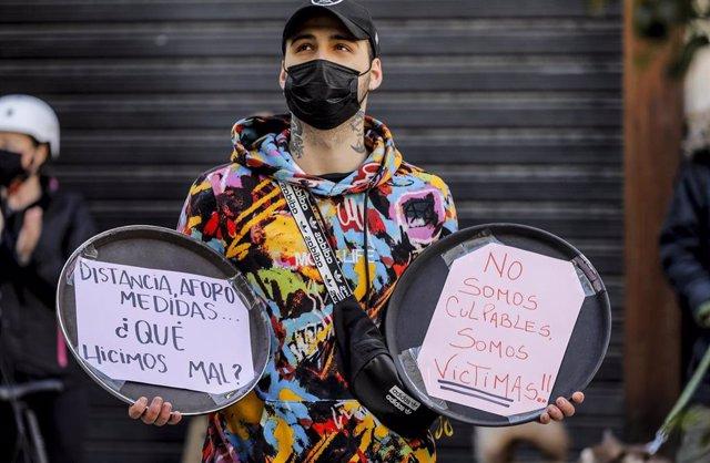 Archivo - Imagen de archivo de una protesta promovida por La Coordinadora Empresarial del Ocio y la Hostelería en València.