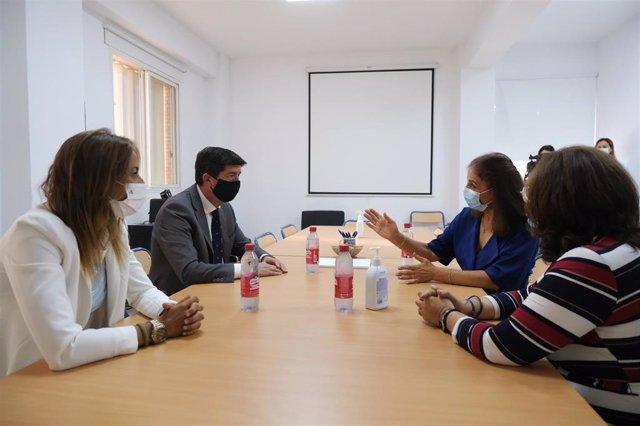 El vicepresidente de la Junta de Andalucía, Juan Marín, visita el IES V Centenario de Sevilla.