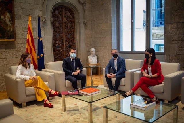 El president del Govern, Pere Aragonès, i la consellera de la Presidència de la Generalitat, Laura Vilagrà, s'han reunit amb la secretària general adjunta i portaveu d'ERC, Marta Vilalta, i el president d'ERC, Josep Maria Jové.