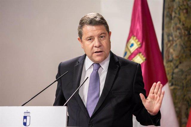 L presidente de Castilla-La Mancha, Emiliano García-Page, preside en el Palacio de Fuensalida, la firma del acuerdo para la puesta en marcha del Plan Corresponsables en Castilla-La Mancha entre el Gobierno autonómico, los agentes sindicales y la FEMP-CLM.