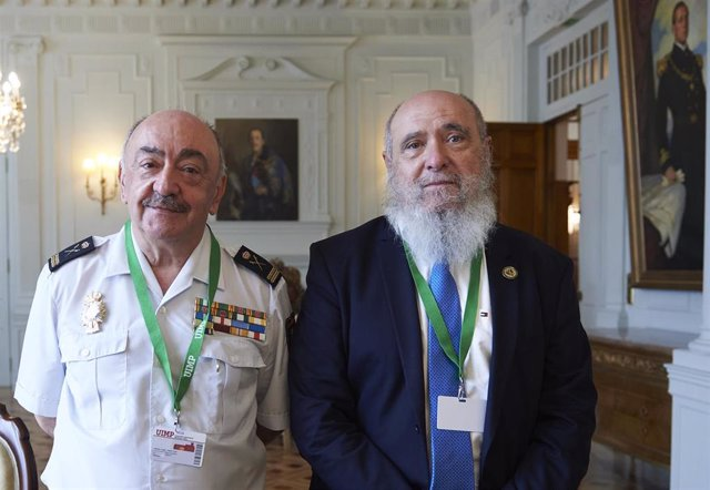 El comisario general Policía Científica, Pedro Luis Mélida (izda), y el catedrático de Antropología Miguel Cecilio Botella