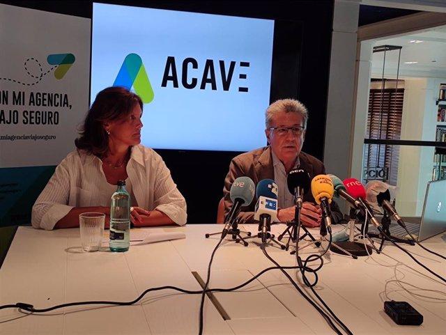 El presidente de Acave, Martí Sarrate, y la gerente de la organización, Cristina Tur