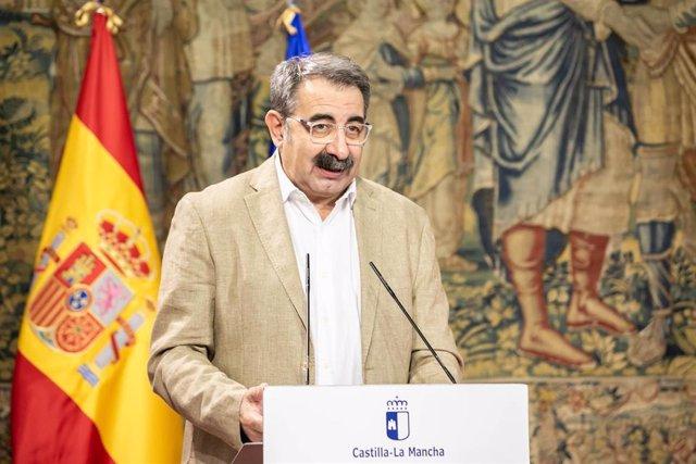 El consejero de Sanidad, Jesús Fernández, comparece en rueda de prensa en el Palacio de Fuensalida, para informar sobre los acuerdos del Consejo de Gobierno relacionados con su departamento.