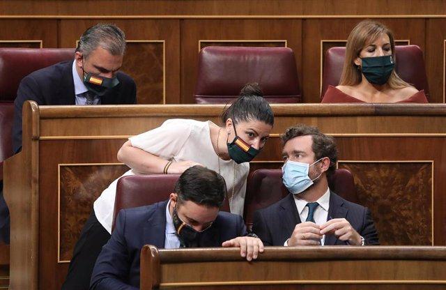 Archivo - OLos diputados de Vox Ortega Smith, Abascal, Olona, Espinosa de los Monterosy Rueda en el hemiciclo del Congreso