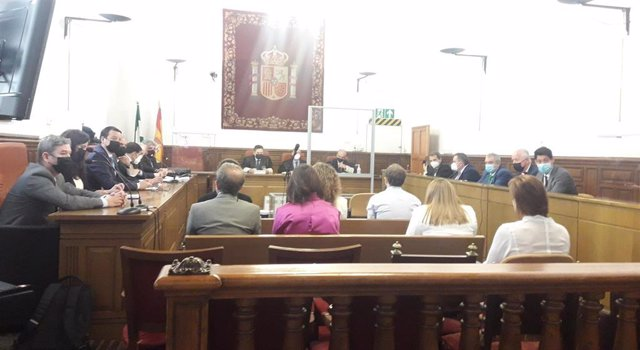 Los acusados del caso 'Emucesa' en la Audiencia de Granada.