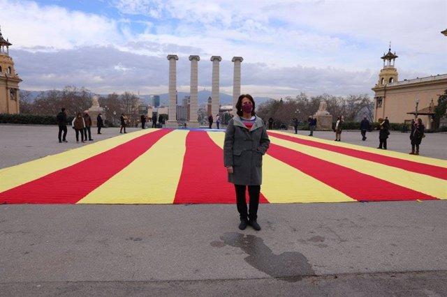 Archivo - Arxiu - La presidenta de l'ANC, Elisenda Paluzie, en una acció a les fonts de Montjuïc de Barcelona.