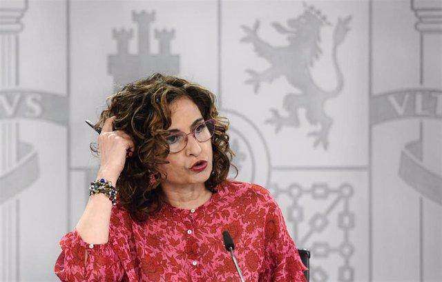 La ministra de Hacienda, María Jesús Montero, comparece en una rueda de prensa posterior al Consejo de Ministros, a 15 de junio de 2021, en La Moncloa, Madrid, (España). Durante la comparecencia, donde han informado sobre los acuerdos a los que han llegad