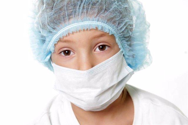 Archivo - Niño con cáncer. Niño enfermo