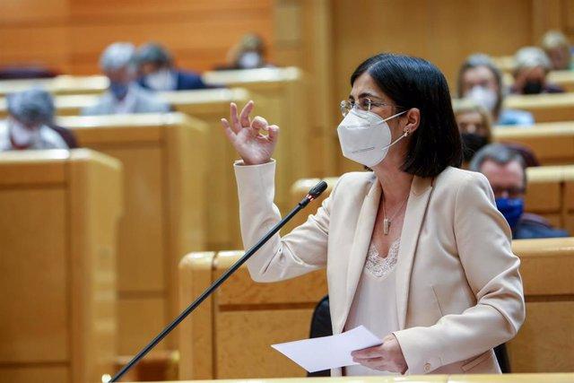 La ministra de Sanidad, Carolina Darias, interviene en una sesión de control al Gobierno, a 8 de junio de 2021, en el Senado, Madrid, (España).