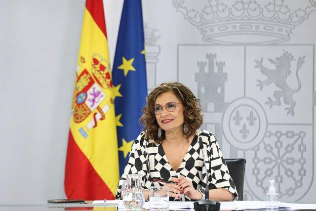 La ministra portaveu, María Jesús Montero, compareix en una roda de premsa després de la celebració del Consell de Ministres en el qual s'han aprovat els indults als presos independentistes a la presó, el 22 de juny del 2021, a Madrid (Espanya).