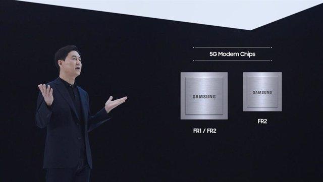 Paul (Kyungwhoon) Cheun, presidente y jefe del Negocio de Redes de Samsung Electronics, presenta las nuevas soluciones módems 5G de Samsung.