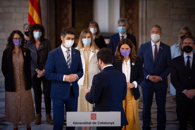 Acompanyat de tots els membres del Govern, el president de la Generalitat, Pere Aragonès, compareix davant els mitjans per fer una declaració institucional després que el Govern d'Espanya ha aprovat els indults en els Consell de Ministres.