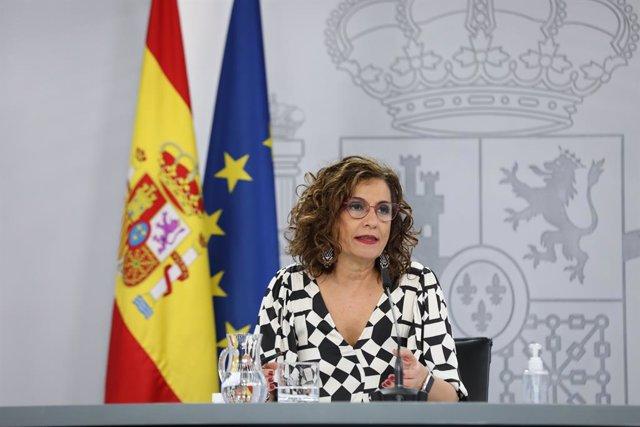 La ministra portaveu, María Jesús Montero, compareix en una roda de premsa després del Consell de Ministres en el qual s'han aprovat els indults als presos independentistes a la presó, el 22 de juny del 2021, a Madrid (Espanya).