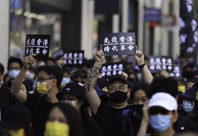 """Manifestación prodemocratica en Londres bajo el lema """"Liberar Hong Kong, revolución de nuestro tiempo""""."""