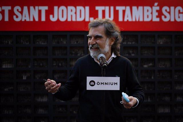 Archivo - El presidente de Òmnium, Jordi Cuixart interviene durante la acción que la asociación organiza a favor de la amnistía, a 23 de abril de 2021, en Barcelona, Catalunya (España). Ómnium organiza este acto a favor de la amnistía para los presos del