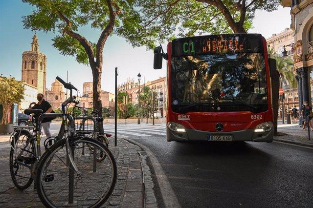 Archivo - Línia C1 de l'EMT de València (arxiu)