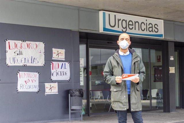 El concejal de Cs en Logroño, Ignacio Tricio, junto a las Urgencias del CARPA