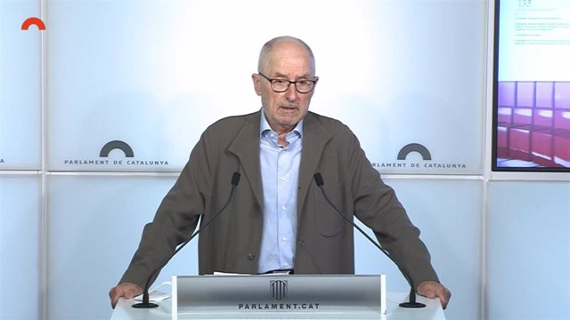 El Síndic de Greuges, Rafael Ribó, en rueda de prensa en el Parlament.