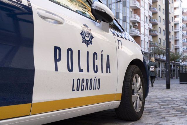 Archivo - Un coche de la Policía Local de Logroño.