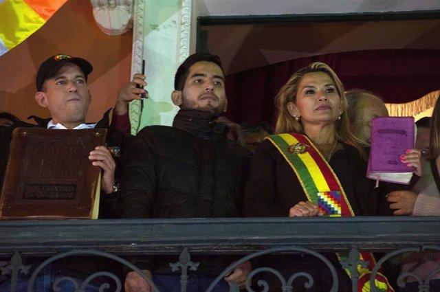 Archivo - Jeanine Añez durante su proclamación como presidenta de Bolivia en 2019.