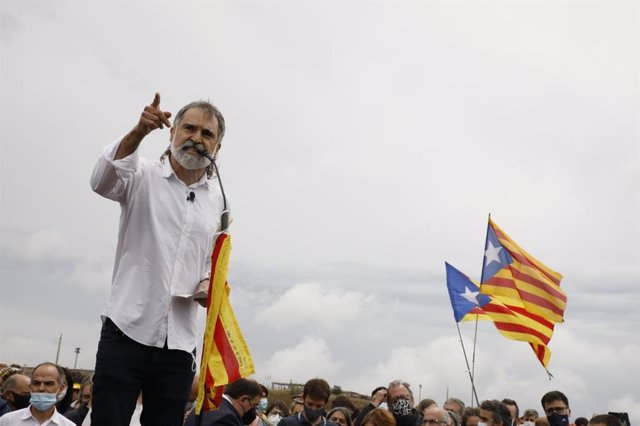 El president d'Òmnium, Jordi Cuixart, després de sortir de la presó de Lledoners.