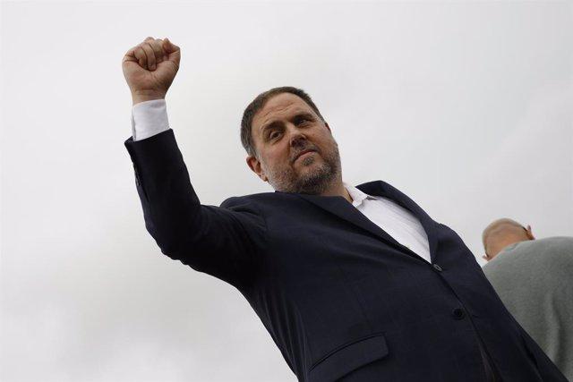 El president d'ERC, Oriol Junqueras, surt de la presó de Lledoners després de rebre l'indult.