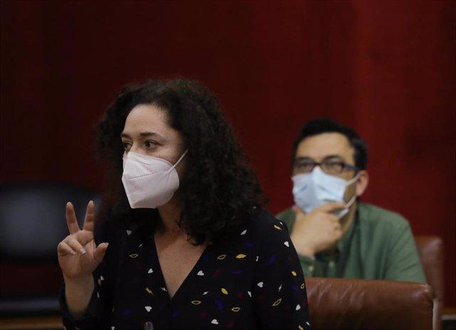 La portavoz parlamentaria de Adelante Andalucía y dirigente de IU, Inmaculada Nieto, en una imagen de archivo en el Pleno.