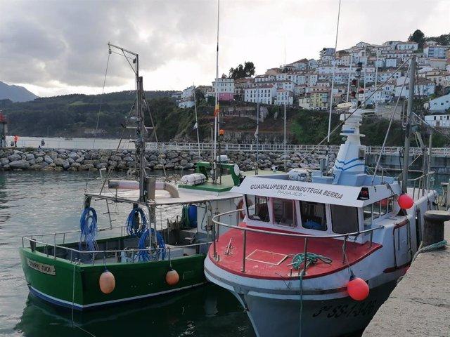 Archivo - Barcos de pesca en Asturias