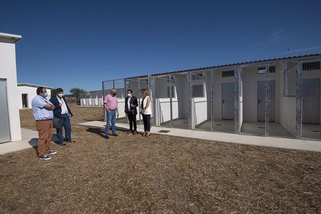 El refugio para animales de la Diputación de Cáceres estará funcionando en otoño