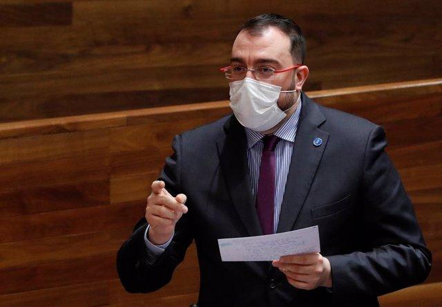 Archivo - El presidente del Principado, Adrián Barbón, en el pleno de la Junta General del Principado de Asturias.