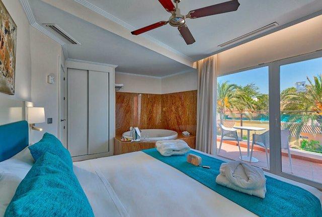 Habitación suite del hotel Marbella Playa de cuatro estrellas