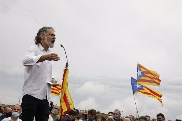 El presidente de Òmnium Cultural, Jordi Cuixart , interviene tras salir de la prisión de LLedoners, un día después de ser indultado por el Gobierno de España