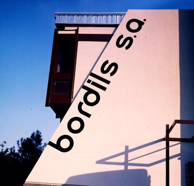Logo Bordils. El Arxiu Valencià del Disseny (AVD) ha recibido el legado del diseñador valenciano Xavier Bordils (Castelló, 1939) en 14 cajas y una carpeta de dibujo.