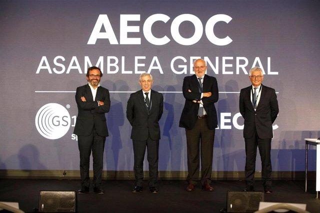 Ignacio González, presidente de AECOC; F. Javier Campo, vicepresidente de AECOC, Juan Roig, presidente de honor de AECOC; y José María Bonmatí, director general de AECOC